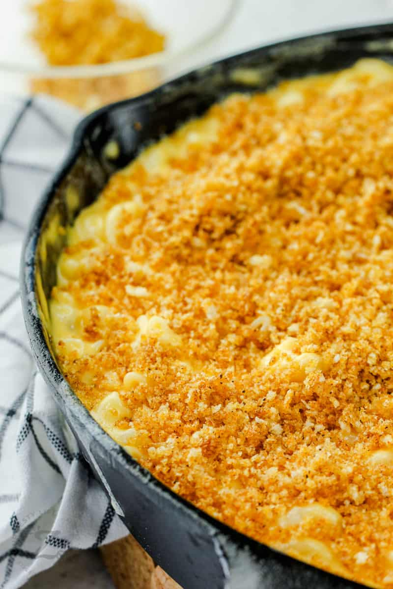 close up of Smoked Macaroni and Cheese cooked in the pan